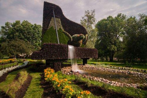 Цветочные скульптуры на выставке в Монреале (16 фото)