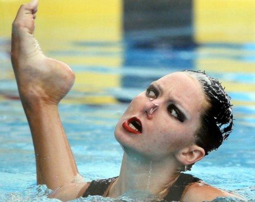 Лучшие моменты выступлений по синхронному плаванию (18 фото)