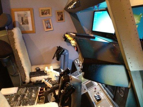 Мужчина построил функциональную кабину Боинга 737 в спальне своих детей (4 фото + 1 видео)