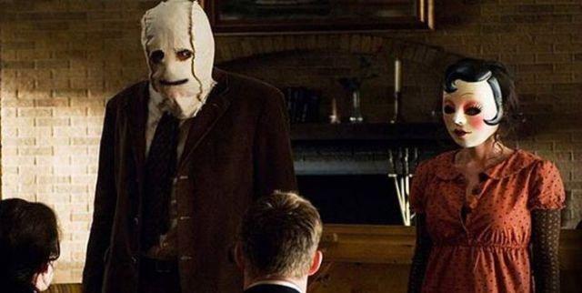 Ужас про людей в масках 17