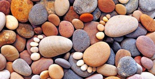 Следы из камней в серии фотографий Ина Блейка (12 фото)