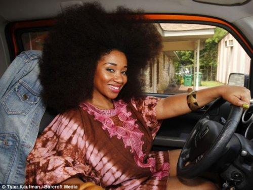 Женщина с самой большой в мире афропрической (8 фото)