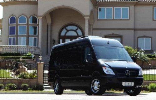 Микроавтобус Reale класса люкс (10 фото + 1 видео)