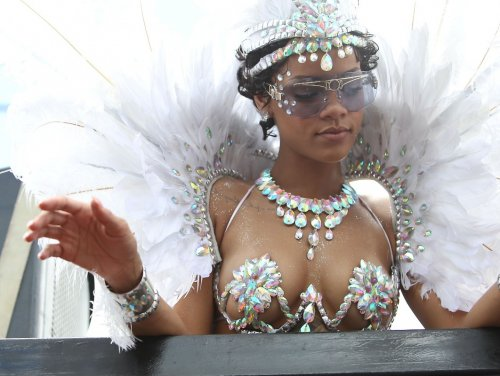 Рианна на карнавале в Барбадосе (23 фото)