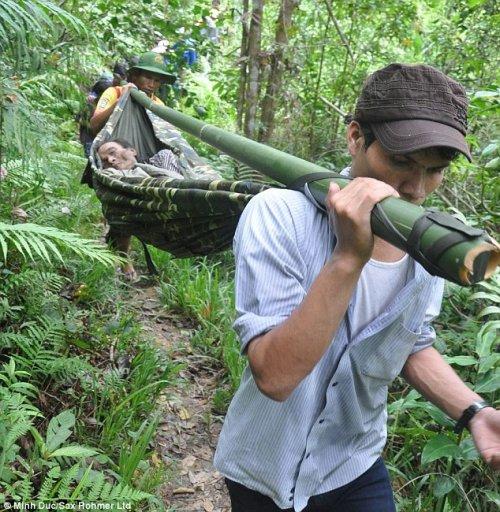 Вьетнамские маугли: отец и сын более 40 лет прожили в джунглях (9 фото)