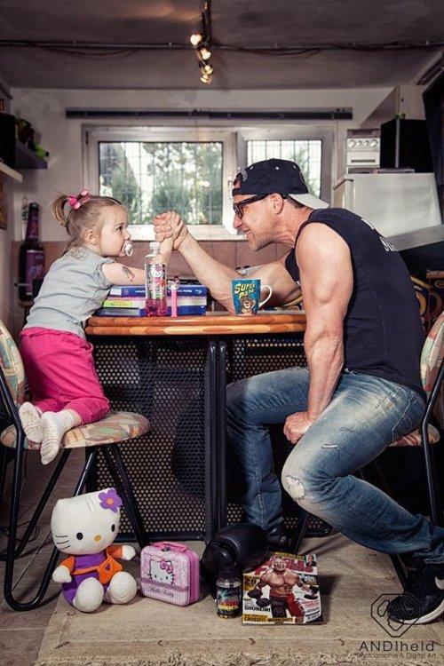 отец трахнух маленькую дочку на кухне смотреть онлайн