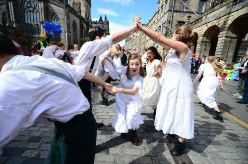 В Эдинбурге проходит фестиваль искусств Fringe (21 фото)