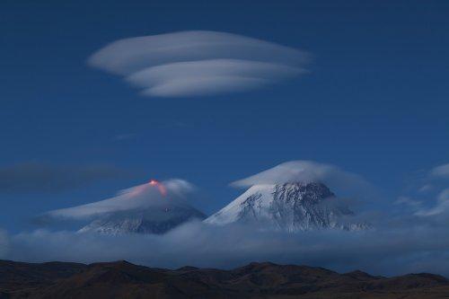 Лентикулярные облака над Камчаткой (9 фото)