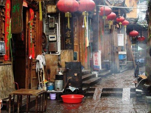Фенгуанг – город, застывший во времени (19 фото)
