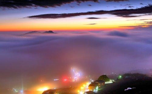 Города, окутанные туманом (14 фото)