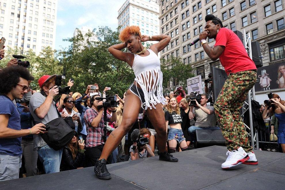 Энергичный танец попкой 6 фотография