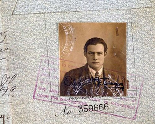 Знаменитые личности и их паспорта (19 фото)