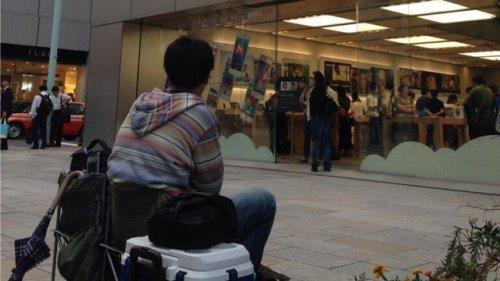 Самый фанатичный покупатель айфона в Японии (6 фото)
