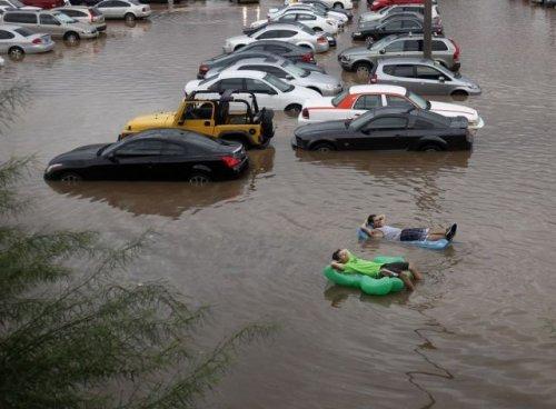 Наводнение для некоторых – не повод унывать (34 фото)