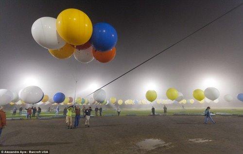 Попытка пересечь Атлантику на 375 воздушных шарах (16 фото)
