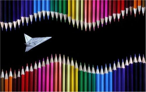 Цветные карандаши и бумага (5 фото)