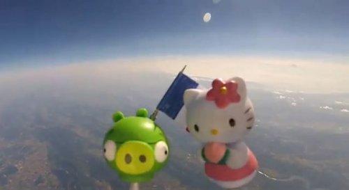 Клёвый отец отправил игрушки своих детей в космос, записав путешествие на видео