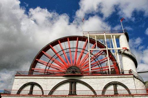 Колесо Лакси: самое большое функционирующее водоподъёмное колесо в мире (14 фото)