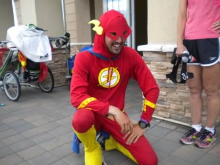 8 Человек, делающих добрые дела в костюмах супергероев