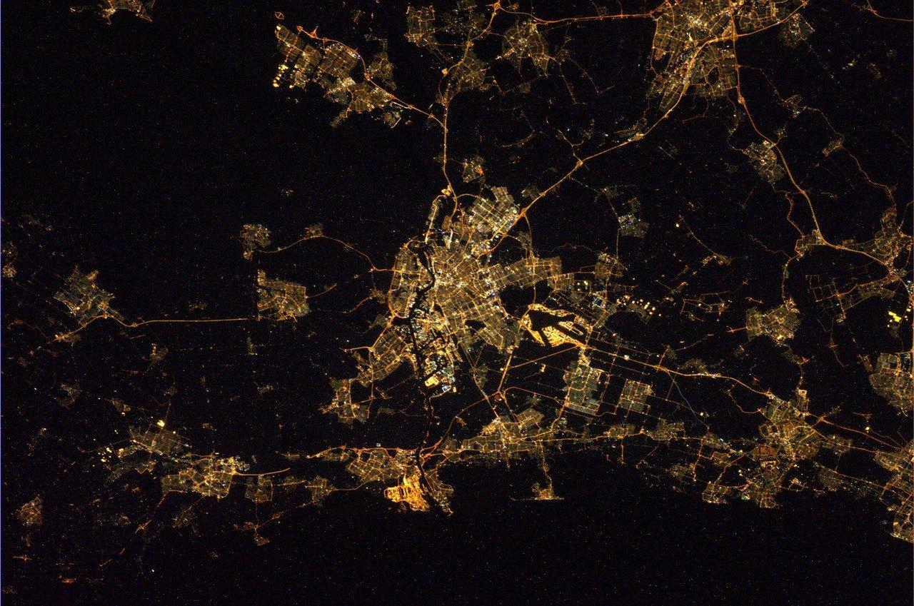 Города из космоса ночью фото