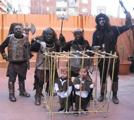 Прикольные костюмы на Хэллоуин для всей семьи (12 фото)