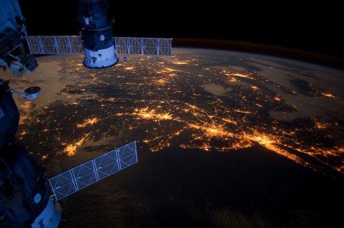 Ночные города мира: вид из космоса (35 фото)