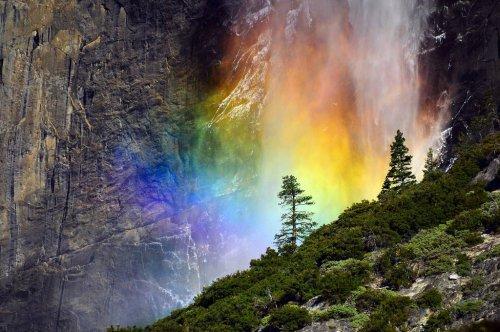 Восхитительные снимки радужного водопада Брайдалвейл (4 фото)