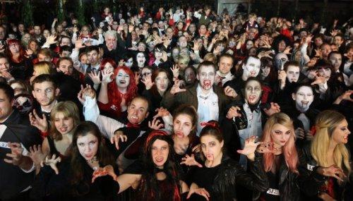 Масштабная встреча вампиров на фестивале Shocktober Fest (16 фото)