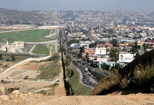 На границах между государствами (24 фото)