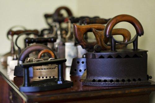 Уникальная коллекция утюгов мистера Яноса Наги (7 фото)