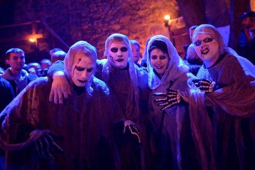 В замке Франкенштейн началось празднование Хэллоуина (18 фото)
