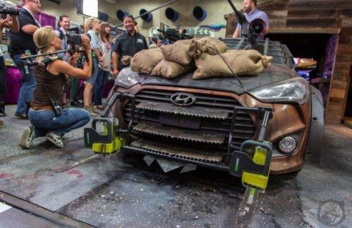 Идеальный автомобиль для зомби-апокалипсиса (19 фото)