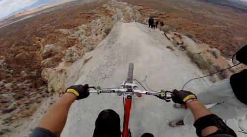 Сальто на горном велосипеде над 22-метровым обрывом