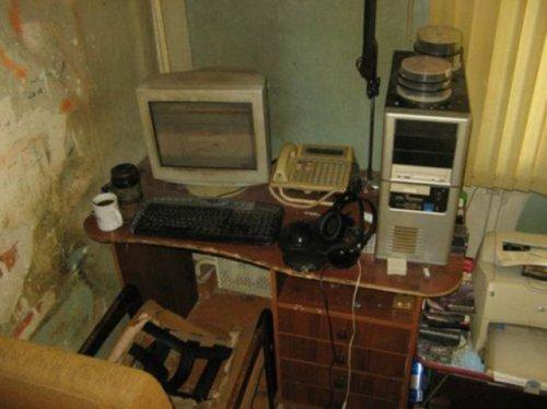 Самые жуткие компьютерные столы (23 фото)