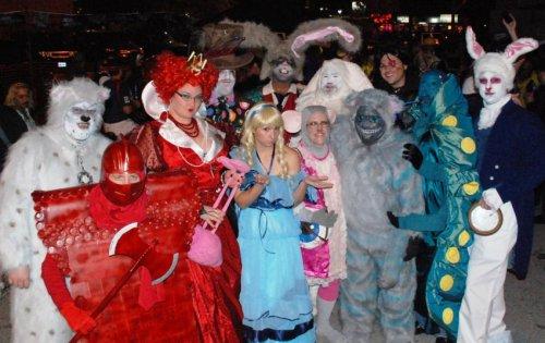 Прикольные костюмы на Хэллоуин (26 фото)