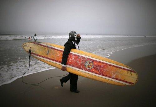 В Санта-Монике прошёл Хэллоуинский конкурс среди серфингистов (13 фото)