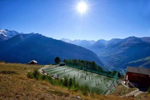12 Необычно расположенных спортивных сооружений (37 фото)