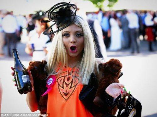 В Австралии прошли ежегодные лошадиные скачки на Кубок Мельбурна (27 фото)