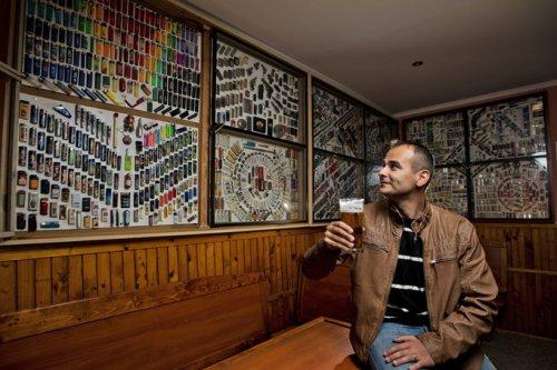 """Словацкий паб """"Lingo"""" украшен самой большой коллекцией зажигалок в стране (7 фото)"""