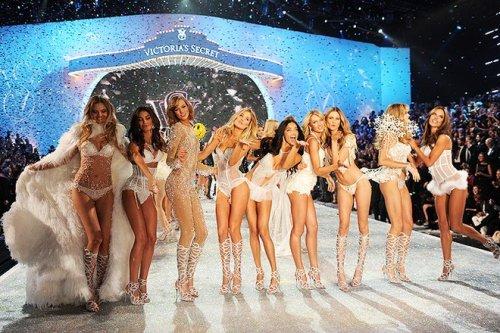 Модный показ Victoria's Secret 2013-2014 (38 фото + видео)