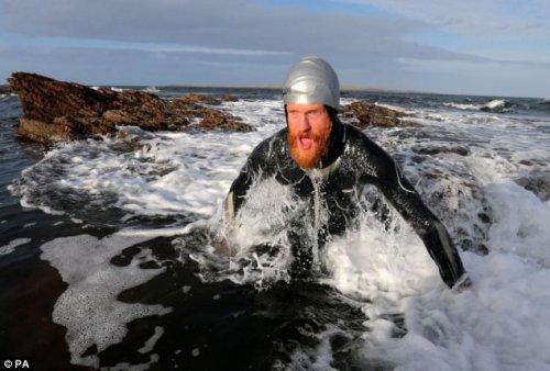 32-летний мужчина проплыл вдоль восточного побережья Великобритании (13 фото)