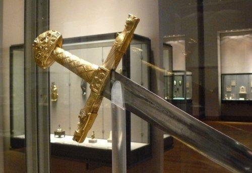 Топ-10 Загадочных мечей из легенд и истории
