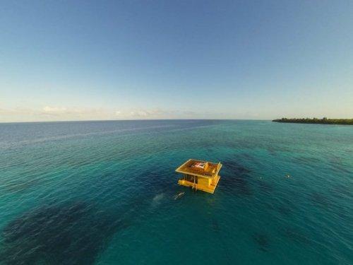 Плавающий мини-отель Manta Resort (12 фото)