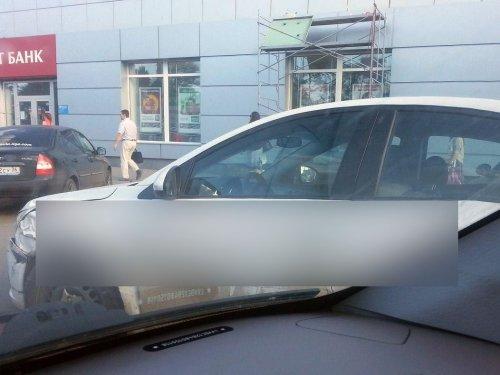 Необычное оформление автомобиля (2 фото)