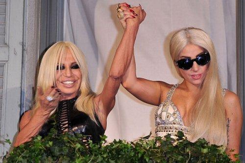 Леди Гага стала лицом Versace (2 фото)