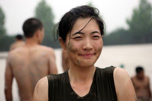 В Китае проводятся курсы по подготовке девушек-телохранителей (11 фото)