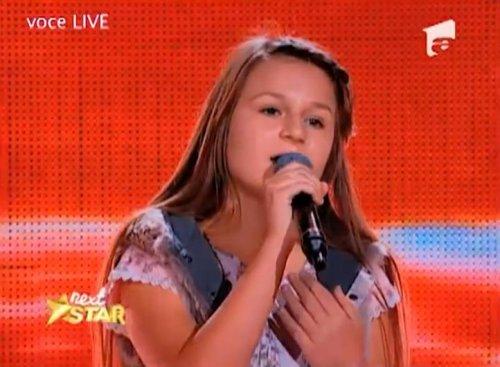 Румынская школьница Оана Тэбулток исполняет песню Аллы Пугачёвой на русском языке