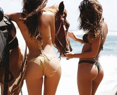 Знойные красотки в бикини (26 фото)