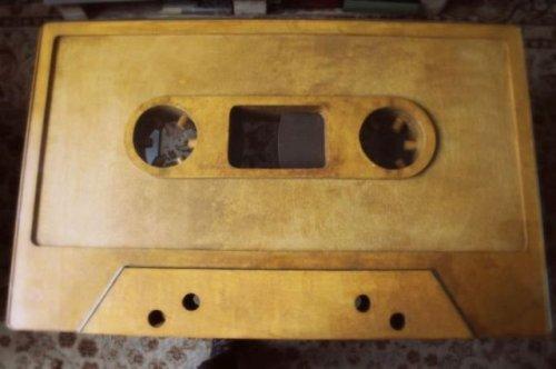 Самодельный кофейный столик в виде аудиокассеты (21 фото)