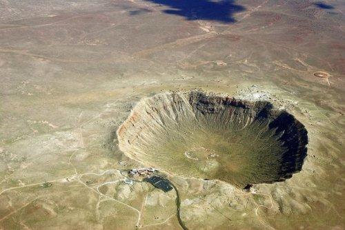 Аризонский метеоритный кратер – крупнейший из сохранившихся на планете (16 фото)